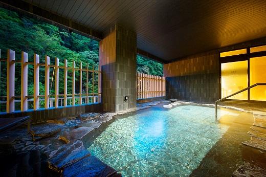 絹の湯 岩風呂