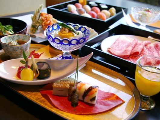 職人が真心こめて調理する、お寿司・天麩羅に和牛しゃぶしゃぶ