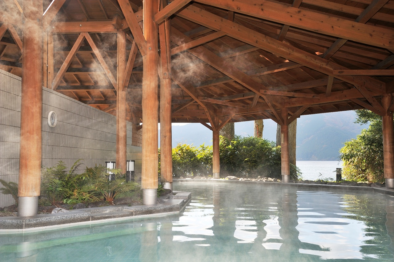 湖畔の湯・露天風呂